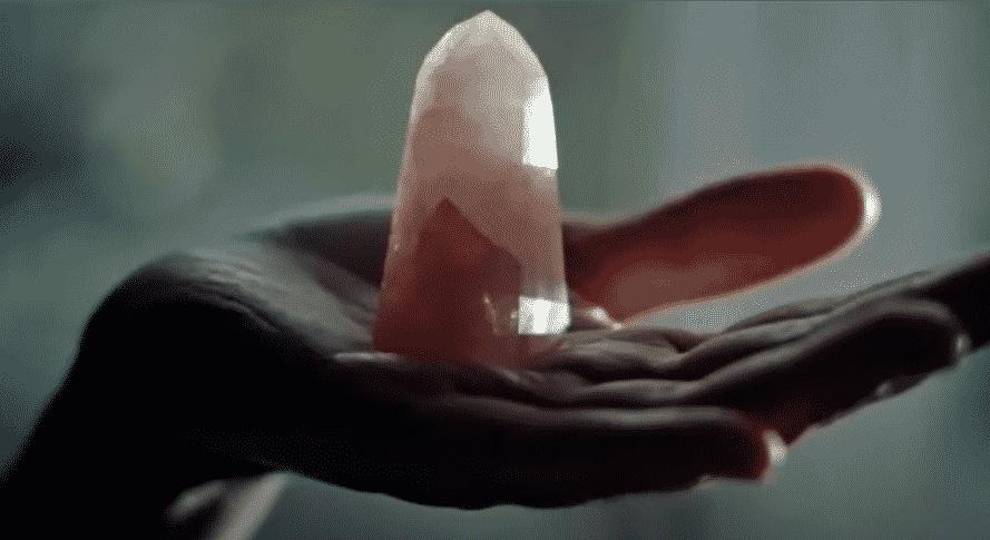 cuarzo sobre la mano